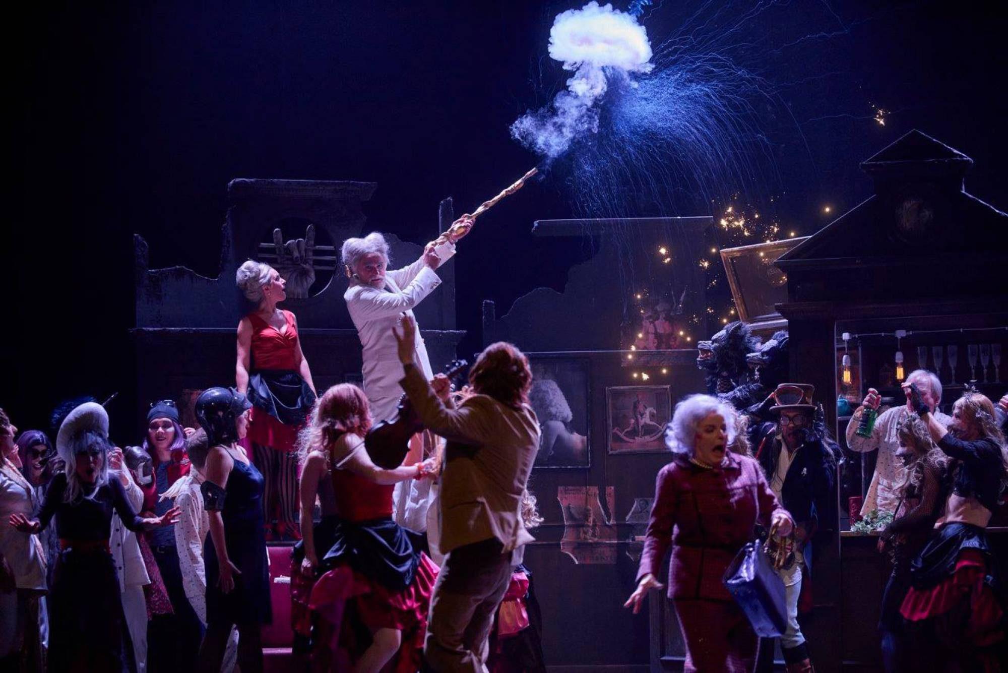 Orpheus in der Unterwelt, Theater Regensburg, Regie: Nicole  C.Weber, Fotos: Martin Sigmund