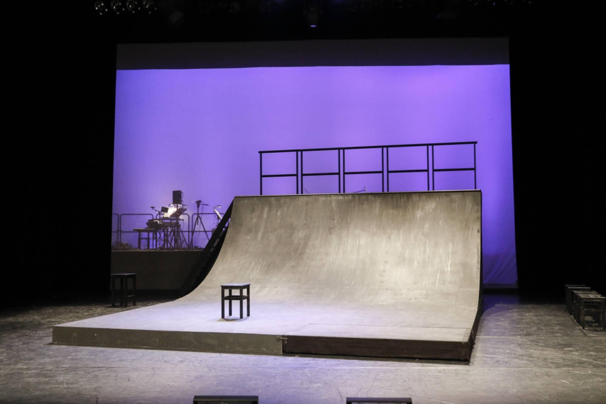 leere Bühne( Britta Tönne), Foto: Felix Rabas